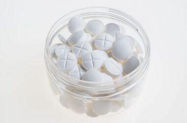Białe tabletki