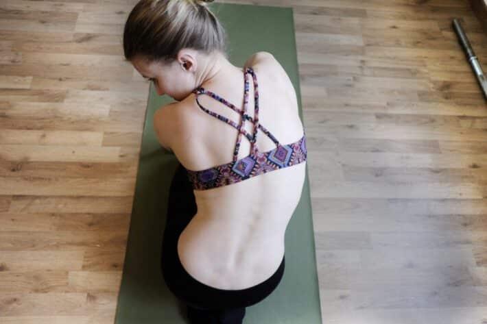 Sakralizacja kręgu u młodej kobiety