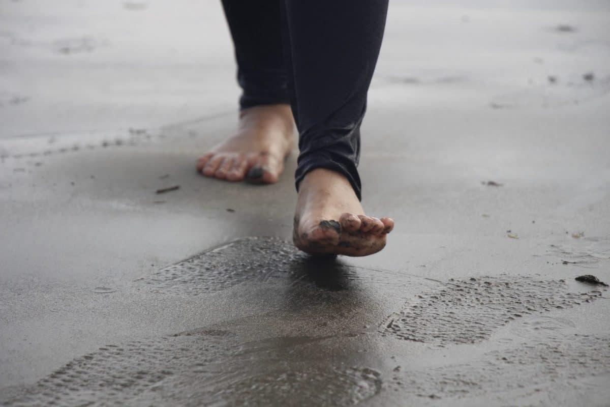 Kurzajka na stopie - przyczyny i jak sobie z nią poradzić?