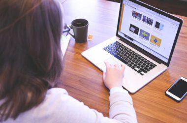 Kobieta w internecie