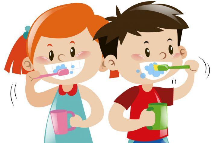 Dzieci myjące zęby