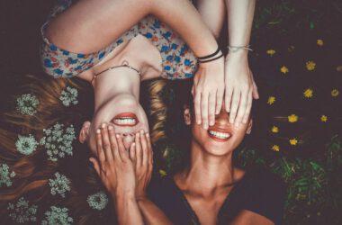 Dwie szczęśliwe kobiety