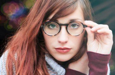Kobieta z wadą wzroku