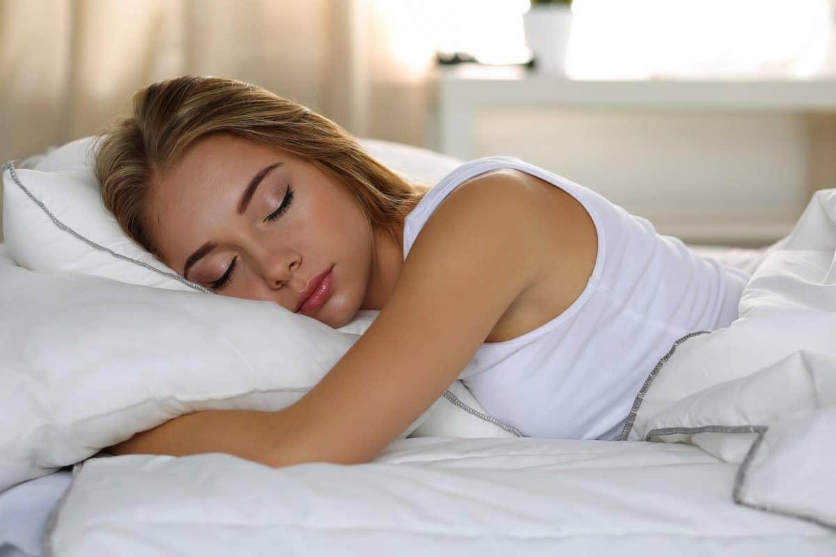 Poduszki ortopedyczne do spania - dlaczego warto używać?