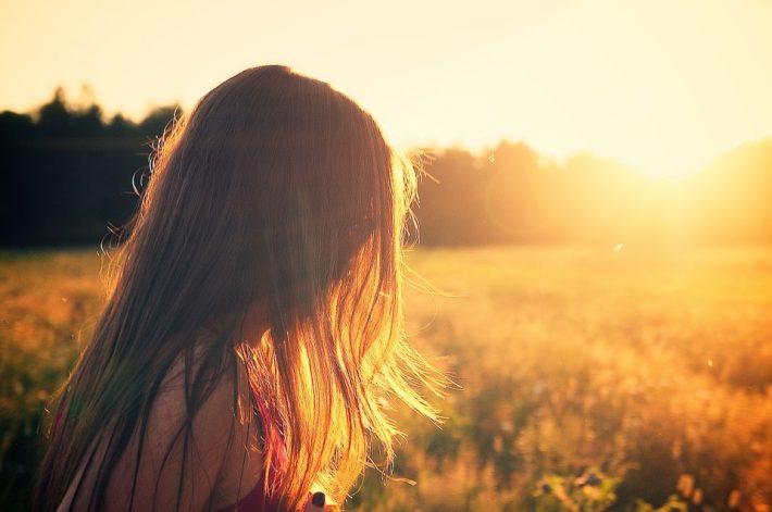 Kobieta i zachód słońca