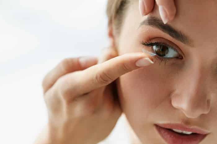 Jakie soczewki kontaktowe wybrać, gdy oczy się starzeją?