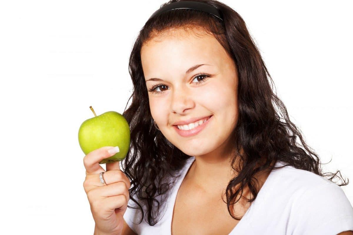 Jak przebiega wybielanie zębów u stomatologa?