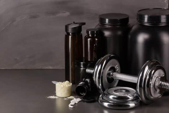 Ciężarki i odżywki na siłowni