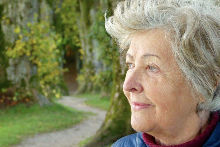 starsza kobieta, demencja jak jej uniknąć