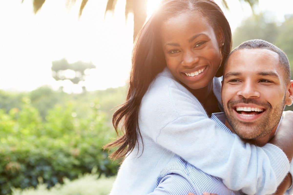 Zapach partnera może poprawić sen, sugerują nowe badania psychologiczne z University of British Columbia