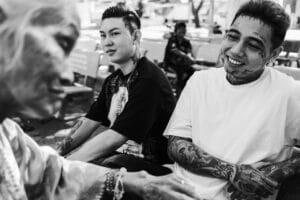Mężczyzna z tatuażem rękawem