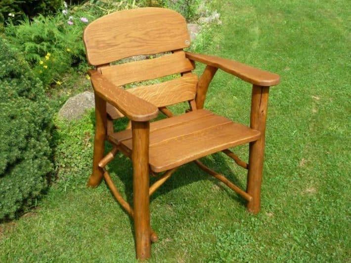 Krzesło ogrodowe na trawie