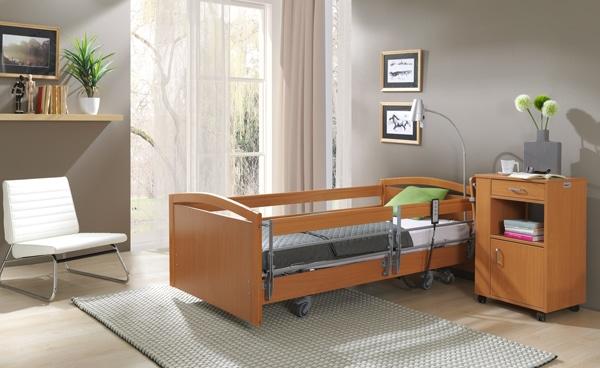 Łóżko ortopedyczne z wysięgnikiem i materacem - czym powinno się charakteryzować?