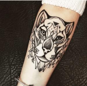 Tatuaż kobiecy na ręce