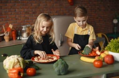 Dzieci jedzące intuicyjnie