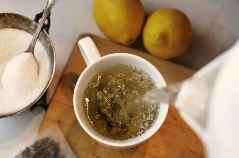 Zaparzanie zielonej herbaty o cennych właściwościach