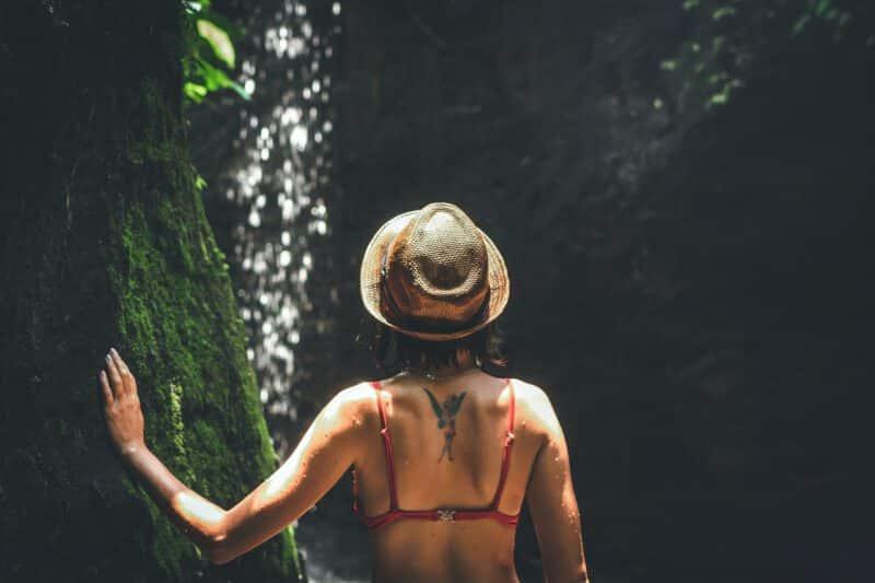 Tatuaż na plecach i znaczenie miejsca tatuażu