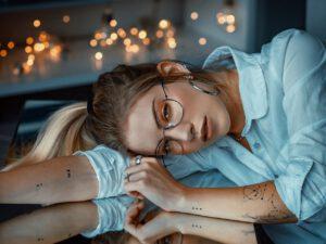 Delikatny damski tatuaż na ręce