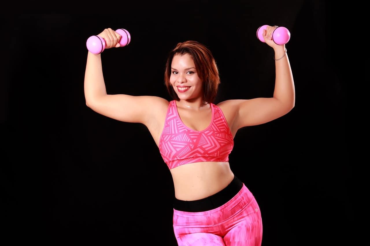 Jędrne, podniesione piersi? Te ćwiczenia na biust to umożliwią!