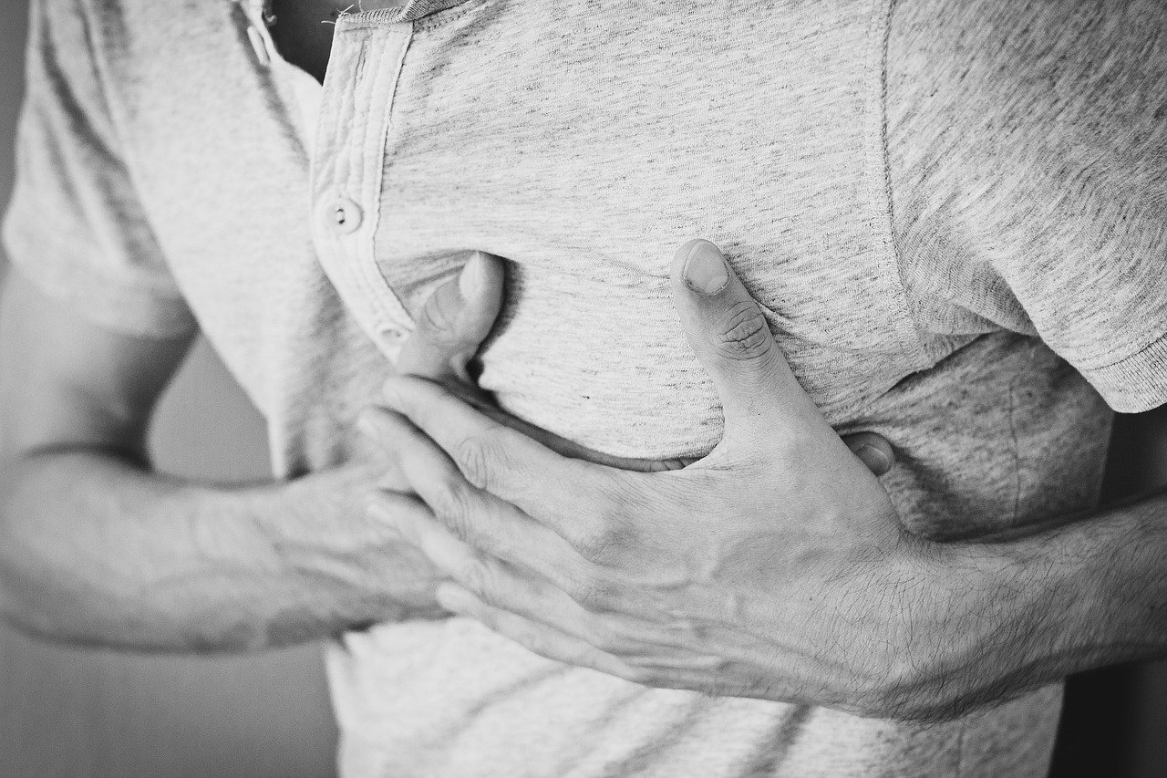 Kołatanie serca - jak uspokoić, jakie są jego przyczyny i objawy