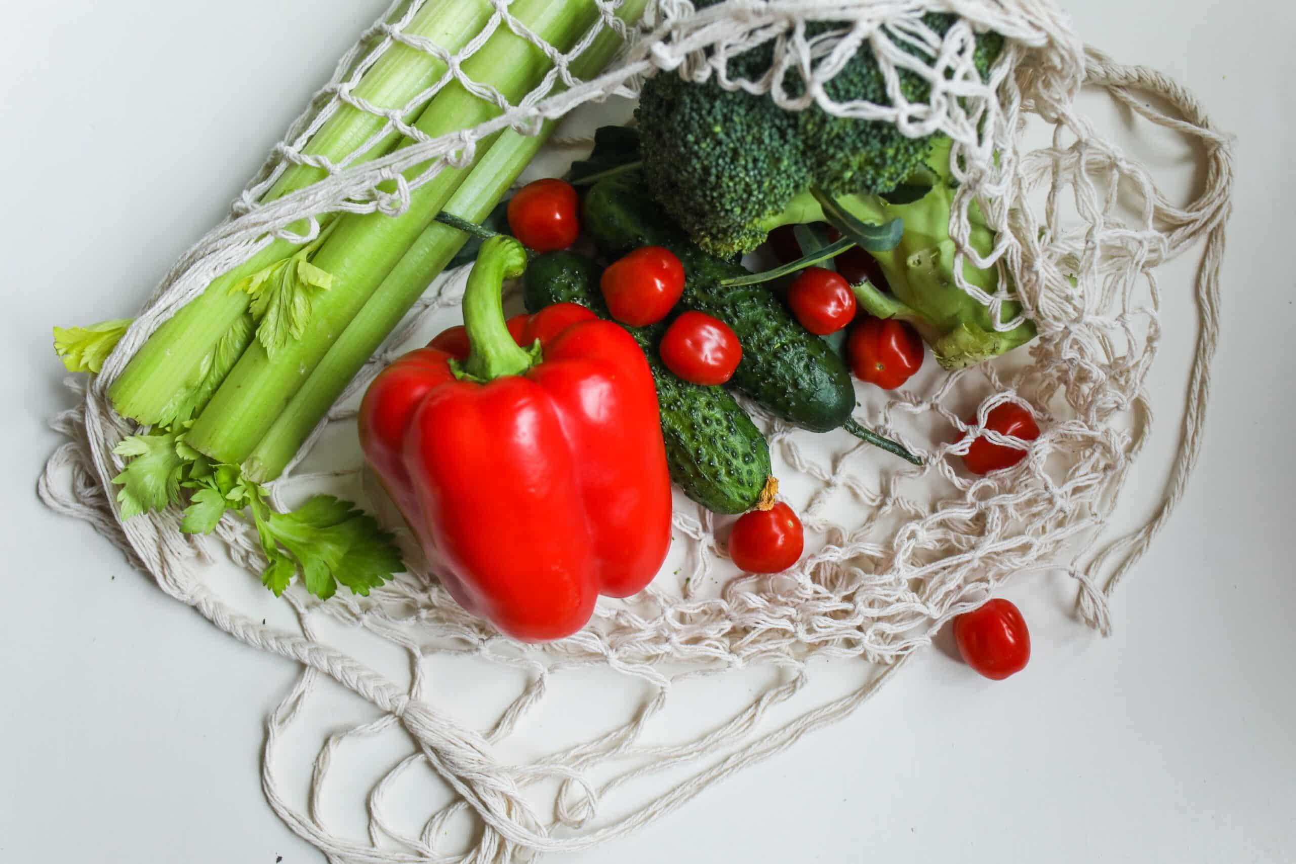 Piramida żywieniowa 2020 – na czym polega i jak ją odczytać? Poznaj zasady zdrowego żywienia!