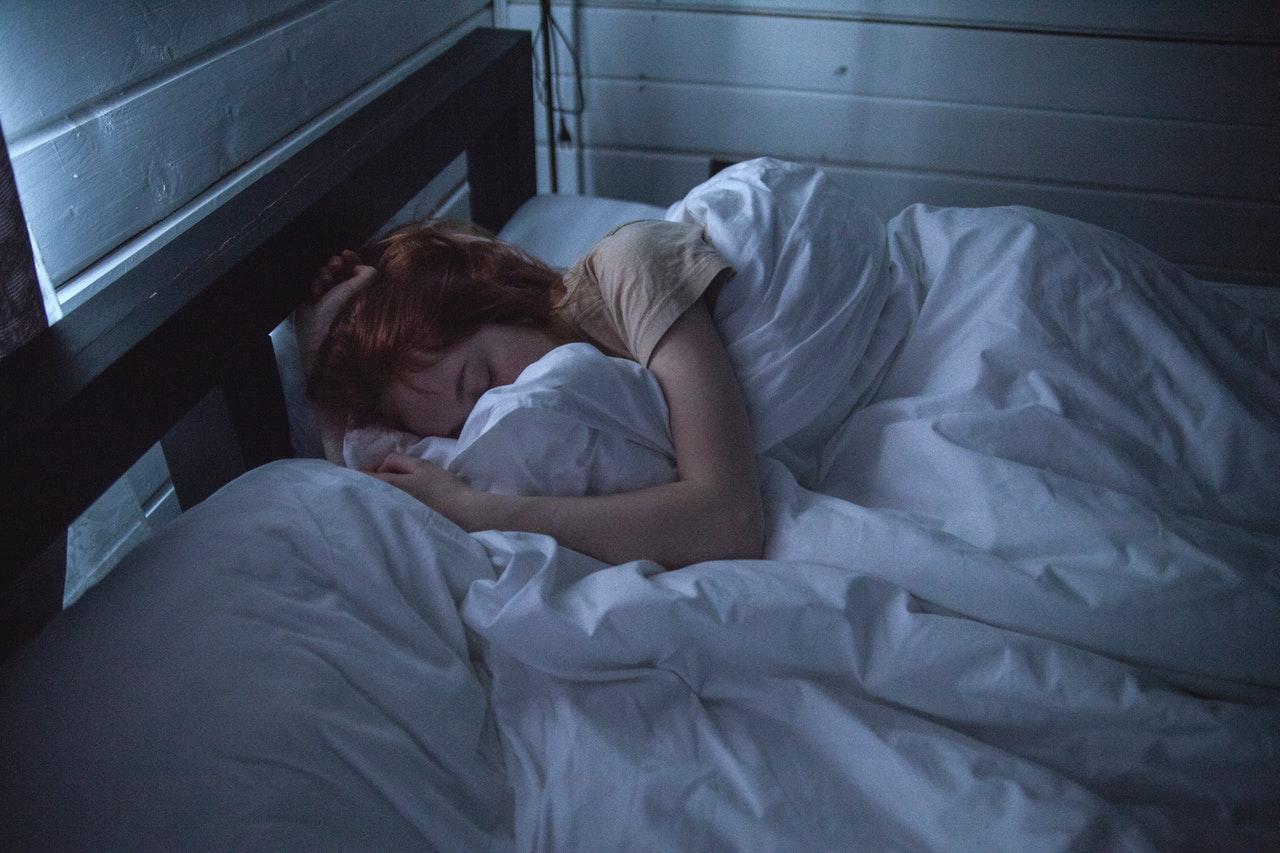 Czym jest paraliż senny oraz jakie są jego przyczyny. Czy może doprowadzić do śmierci?