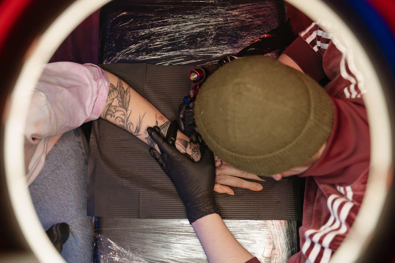 Tatuaże rękawy dla kobiet i mężczyzn. Inspiracje i znaczenie