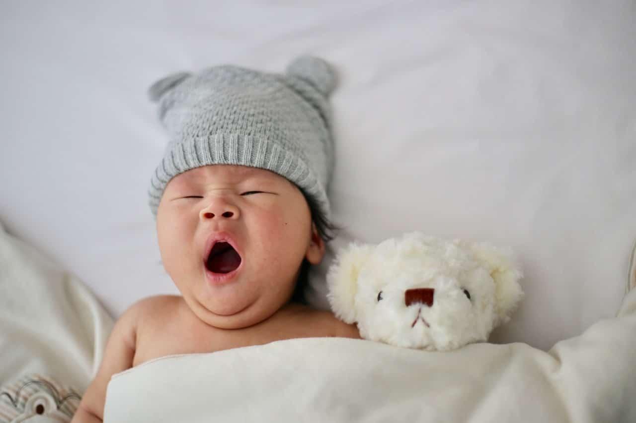 Jak ubierać niemowlaka jesienią? 5 zasad, o których warto pamiętać