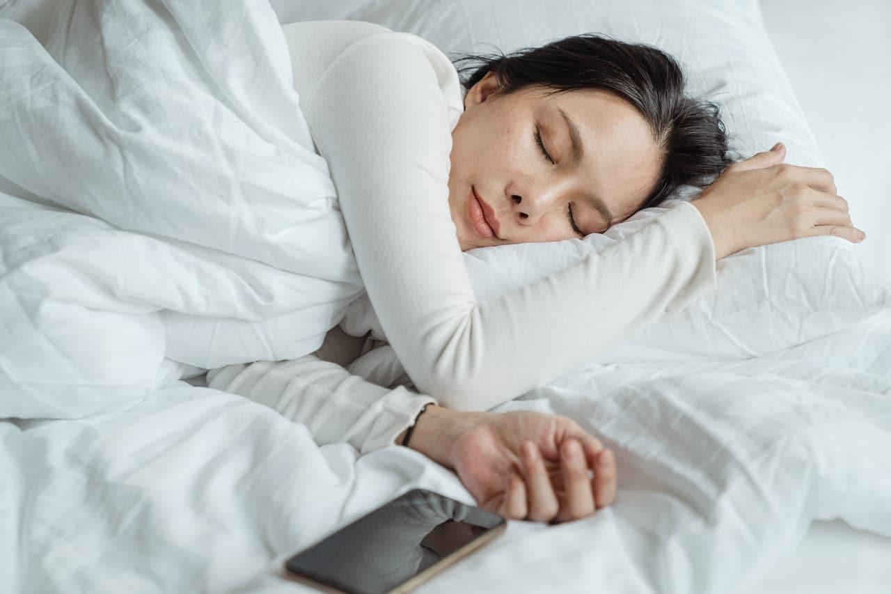 Jak spać w ciąży? Oto 5 cennych porad!
