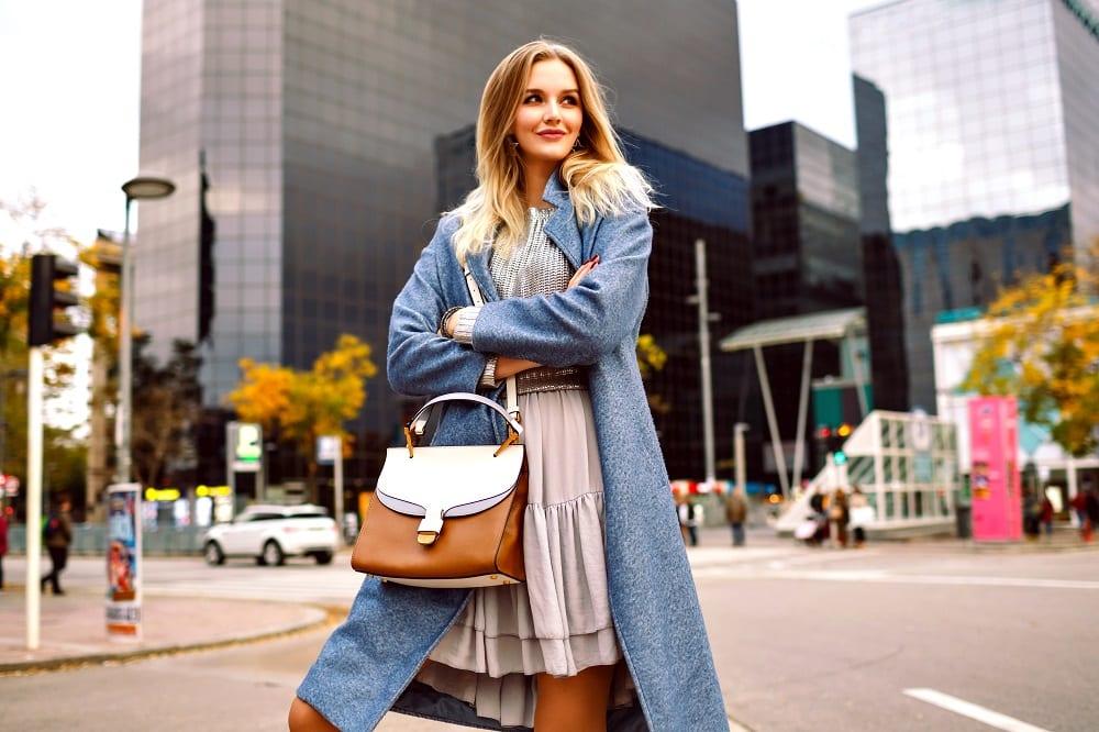 Modne płaszcze i kurtki damskie – inspiracje