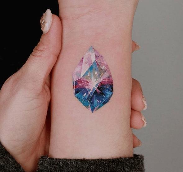 tatuaż diament na ręce