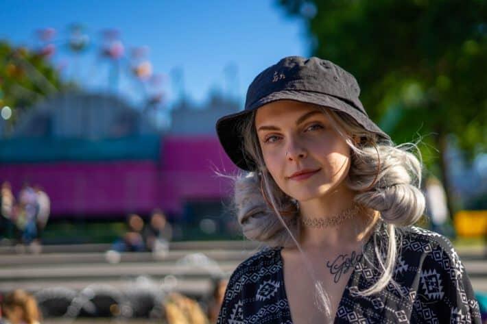 Kobieta mająca pomysły na tatuaże