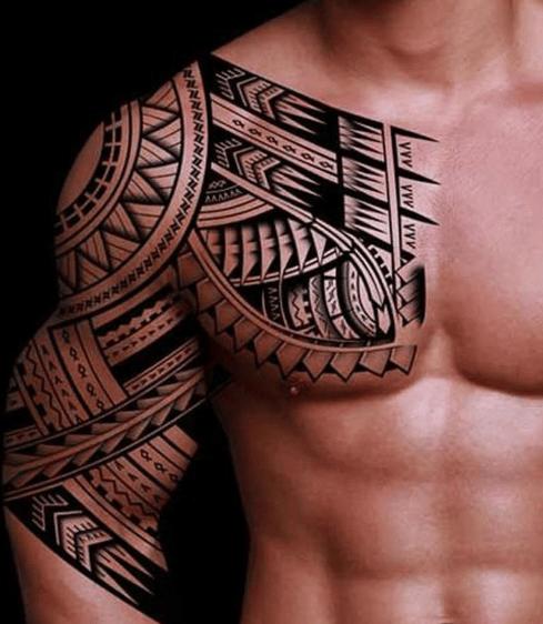 Tatuaż celtycki na klacie mężczyzny