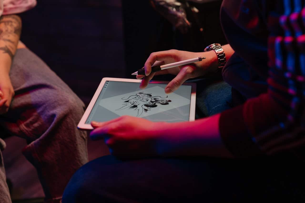 Projektowanie tatuażu na tablecie graficznym