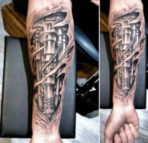 Tatuaż biomechaniczny na ręce