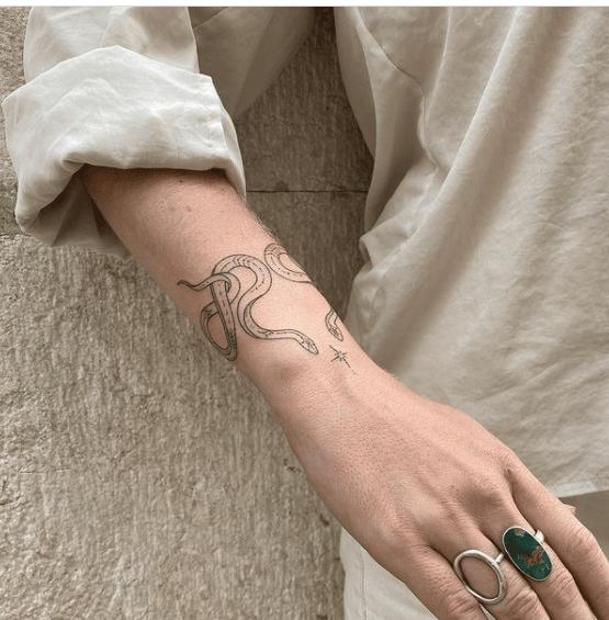 Tatuaz kobiecy na ręce