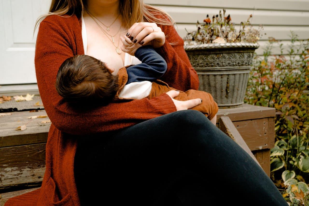 Dieta matki karmiącej. Sprawdź, czego nie jeść karmiąc piersią