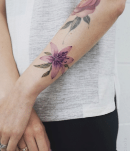 Tatuaże lilie wzory na ręce