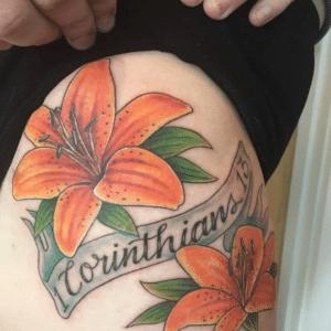 Pomarańczowy lilia tatuaż