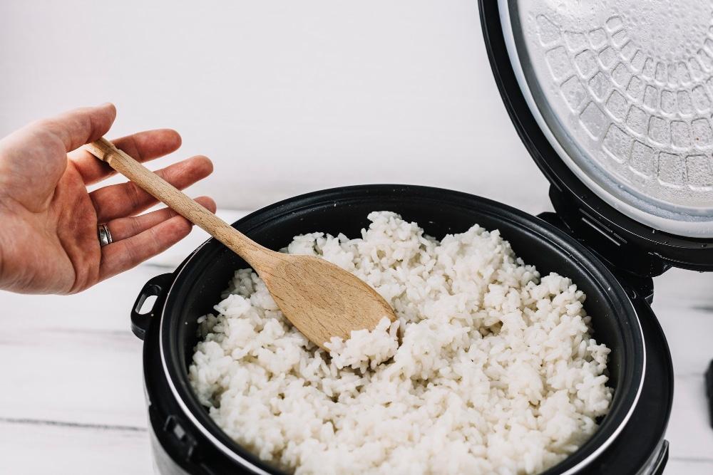 Gotowanie na parze ryżu w diecie lekkostrawnej