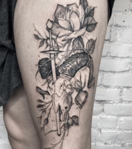 Inspirujący wzór tatuażu na nodze