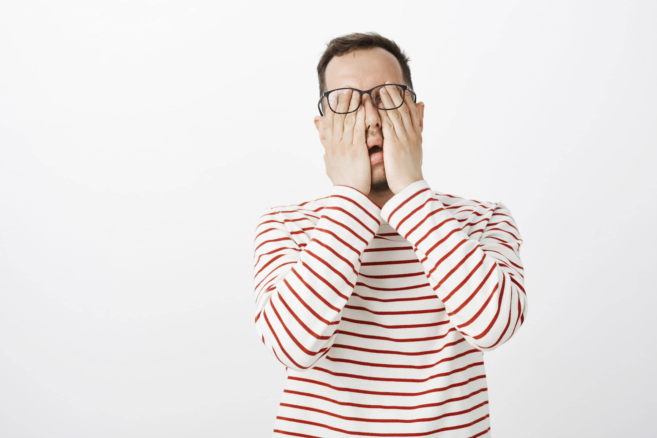 Ból oka – czym może być spowodowany? O czym świadczy kłucie w oku?