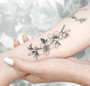 Tatuaż kwiat wiśni