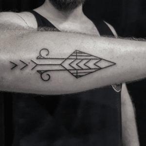 Hand poked tattoo na ręce