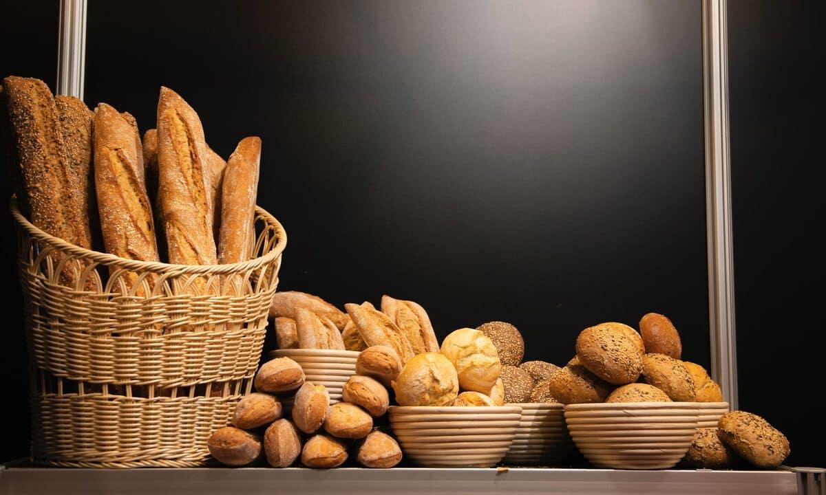 Czym zastąpić chleb w diecie? Poznaj kilka pysznych i zdrowych zamienników