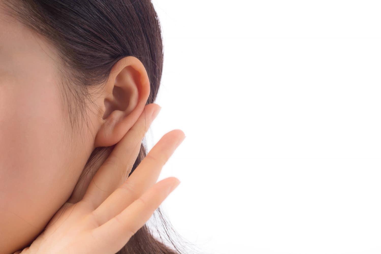 Guzek na szyi i za uchem – objawy, przyczyny, rokowania, formy leczenia