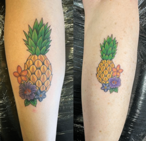 Tatuaż na łydce damski ananasy