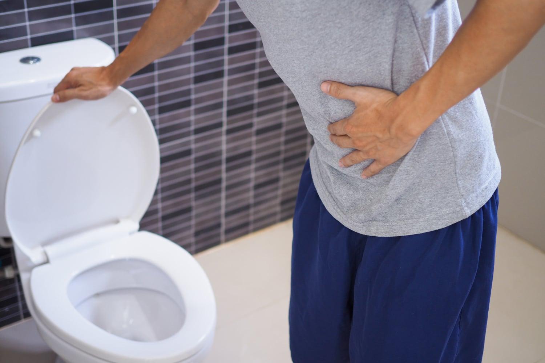 Czarny stolec w ciąży i po alkoholu – co może oznaczać?