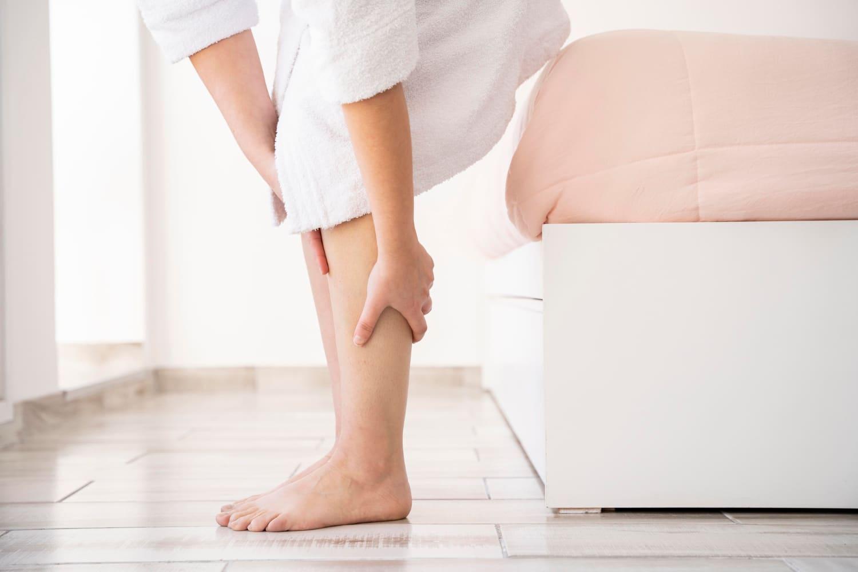 Mrowienie i drętwienie nóg - co je powoduje i jak sobie z nimi radzić?