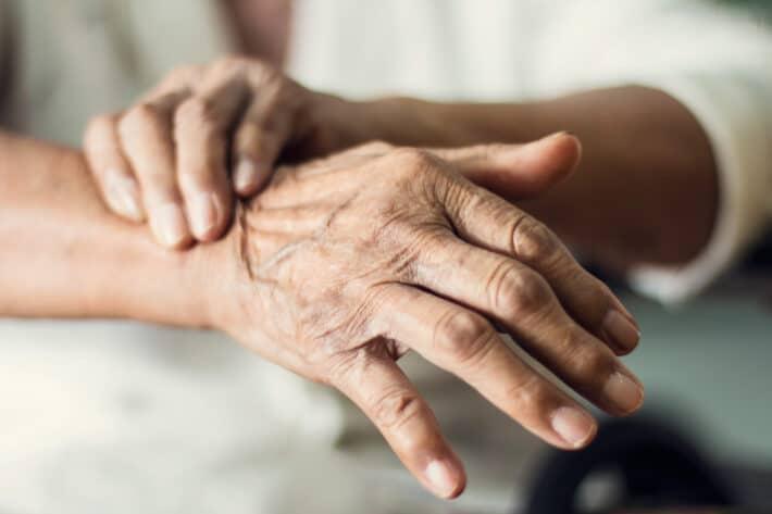 Samoistne drżenie rąk